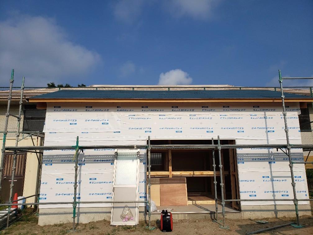 四日市市H中学校カラーベスト新築工事。