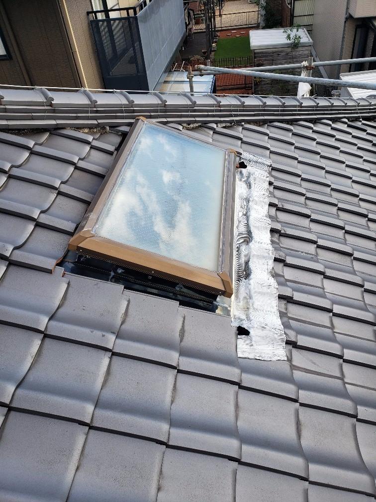 鈴鹿市A様邸、天窓雨漏り瓦工事。