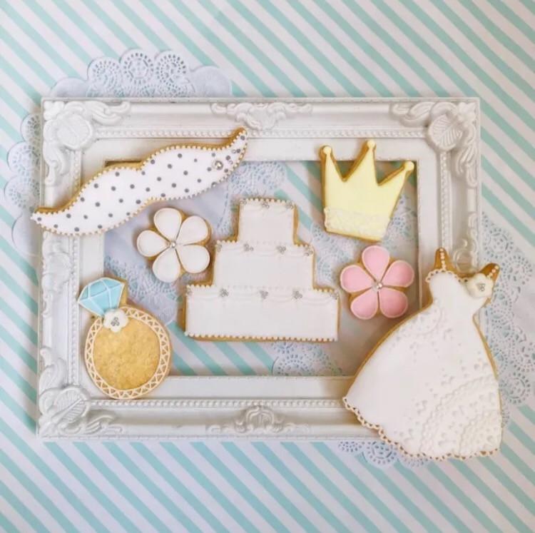 お祝いに贈りたくなるアイシングクッキーセット♡ ご予約受付中です🎀 「Happy Wedding」 「おめでとう」 「anniversary」 「いつもありがとう」 「これからもよろしくね」 「イニシャル」 「お日にち」 など…メッセージをご希望でお入れします♡>