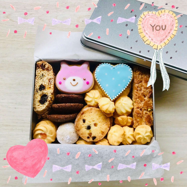 クッキー缶はじめました‼︎ 約10種類35個のクッキーかたっぷり入ったクッキー缶‼︎ 手土産や自分へのご褒美にいかがですか⁇ https://minne.com/@lirycupcake/profile ↑↑こちらにてお取り寄せもできます☺︎>