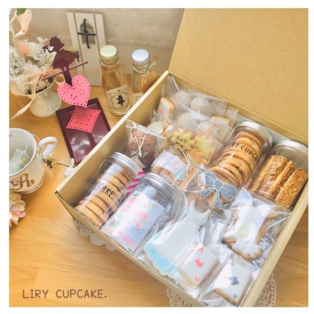オリジナルアイシングクッキー、焼き菓子、ハーブティーをたくさん詰め込んだBOX♡ 贈り物やパーティーにおすすめ🎀 大きいサイズと小さいサイズでご用意☺︎>