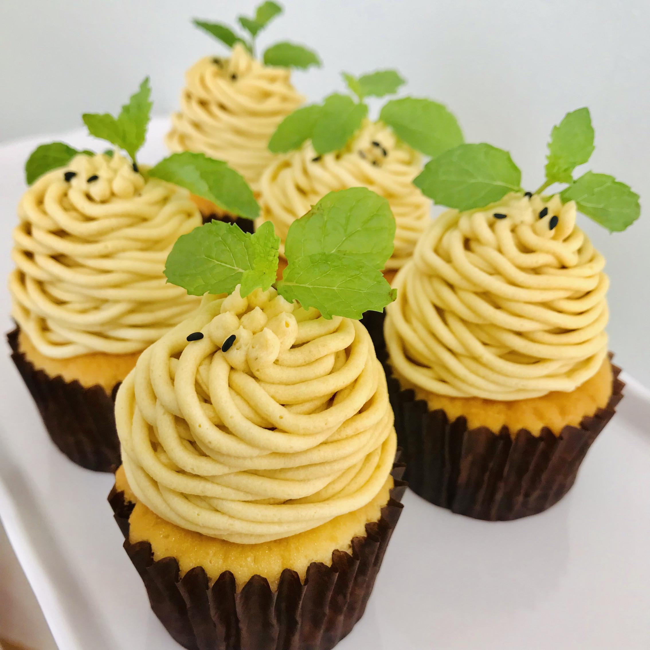 安納芋とメープルのモンブランです☺︎ 安納芋とメープルの風味がとても合うカップケーキです‼︎>