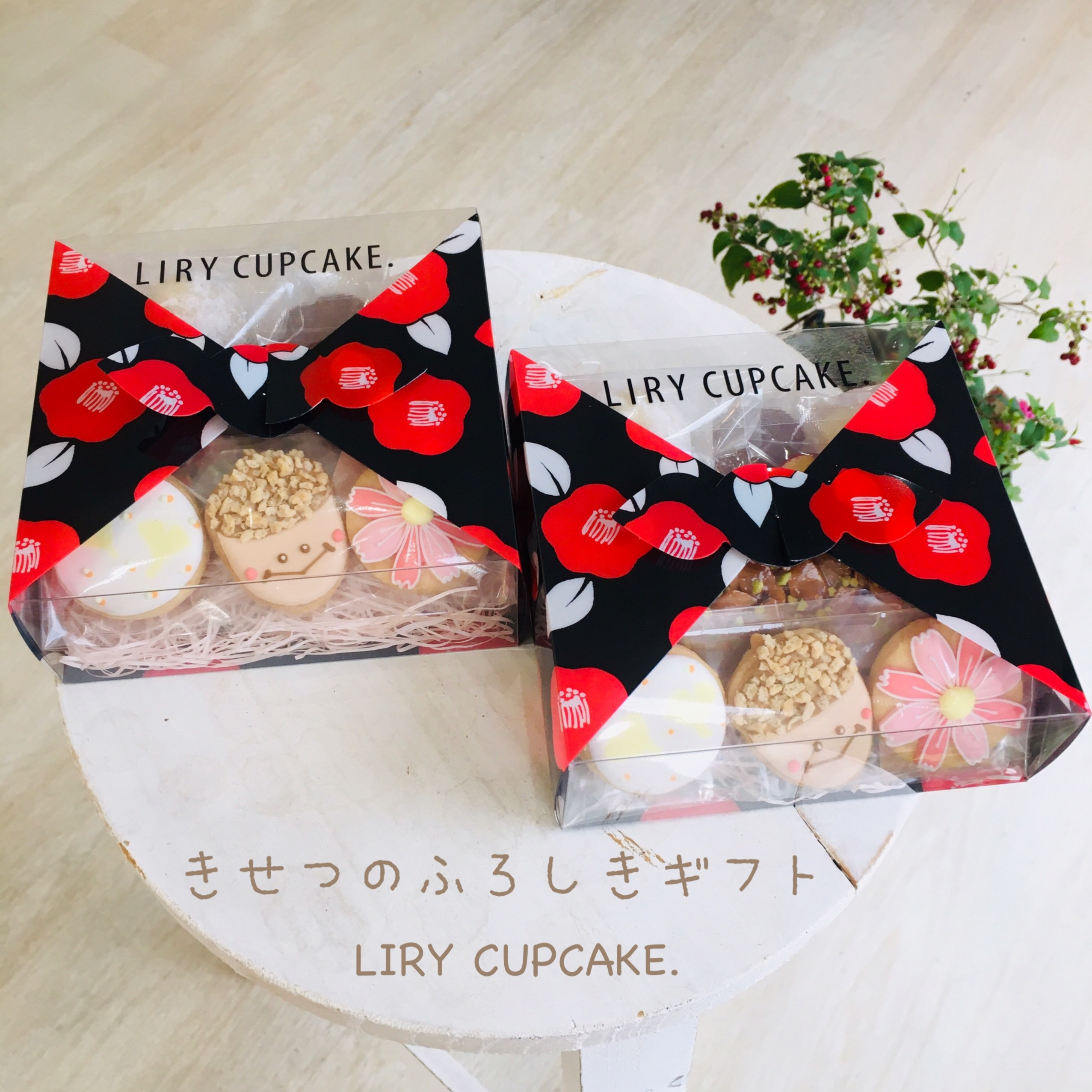 人気の季節のふろしきギフト 秋を感じる、イチョウ、どんぐり、コスモスのアイシングクッキーと一緒におすすめ焼菓子。>