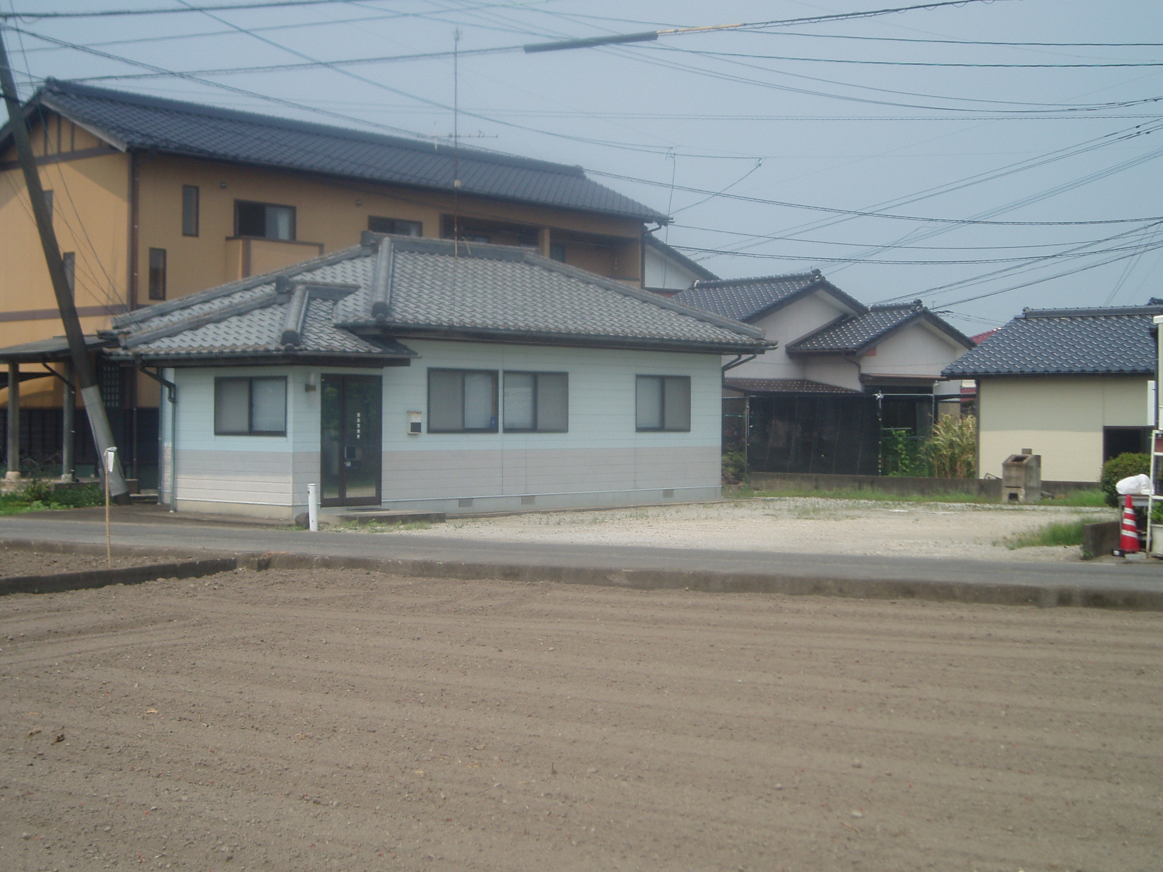 ◆【売事務所】鹿島市馬渡 広い駐車場。浴室付きで寝泊り可能です。
