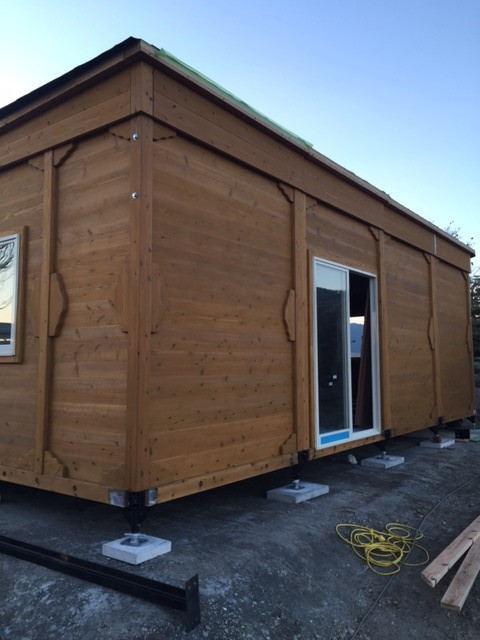 木製ハウスの配達画像