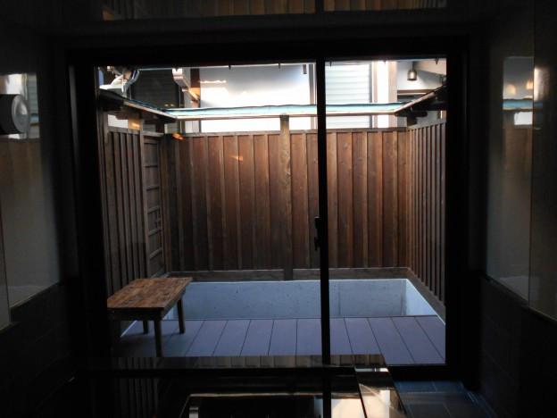 大浴場の小庭(花柚子庭園)施工前