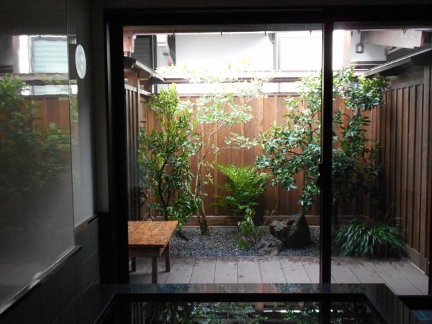 大浴場の小庭(花柚子庭園)施工後