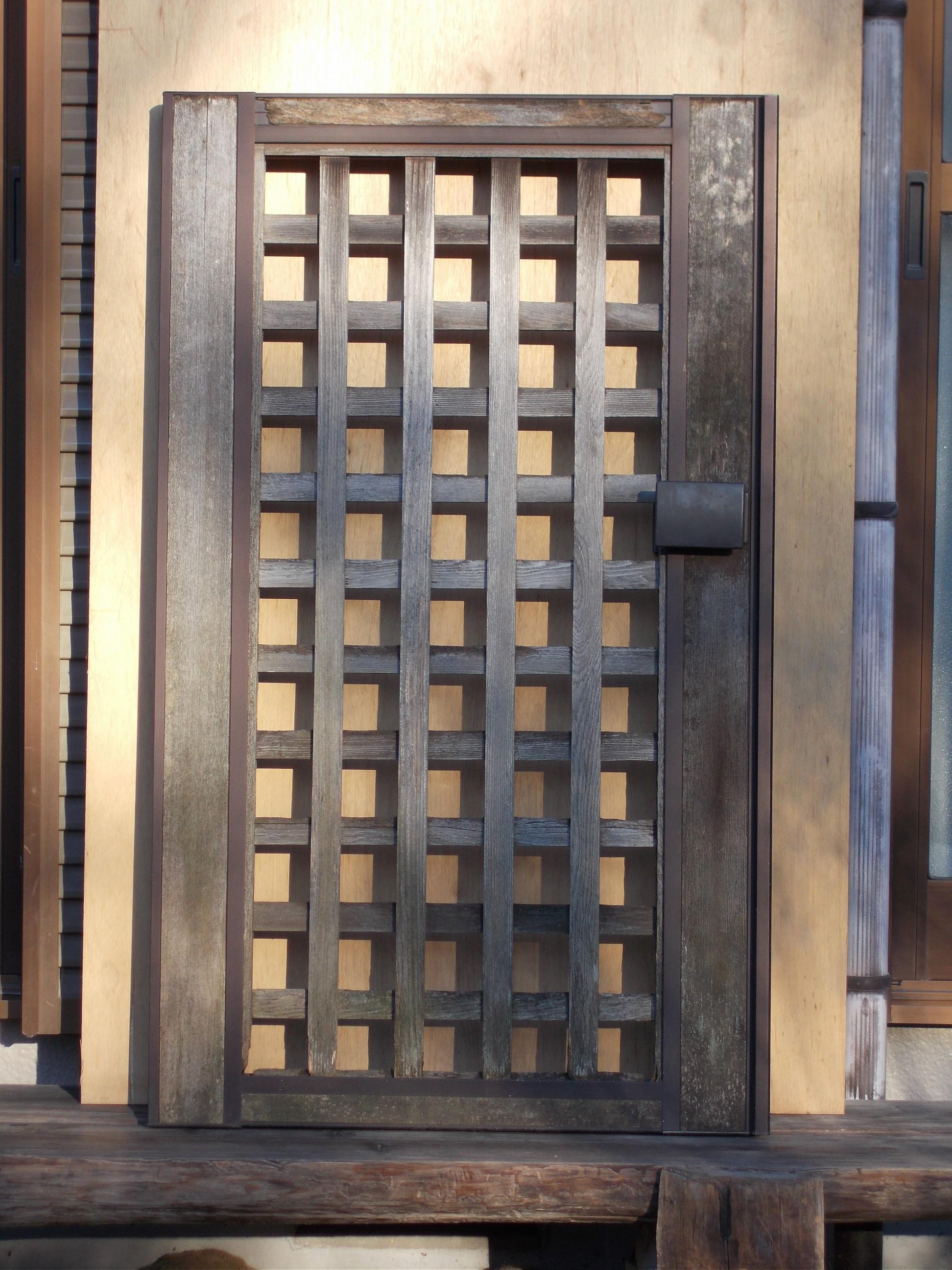 老朽化した門扉のリフォーム施工前