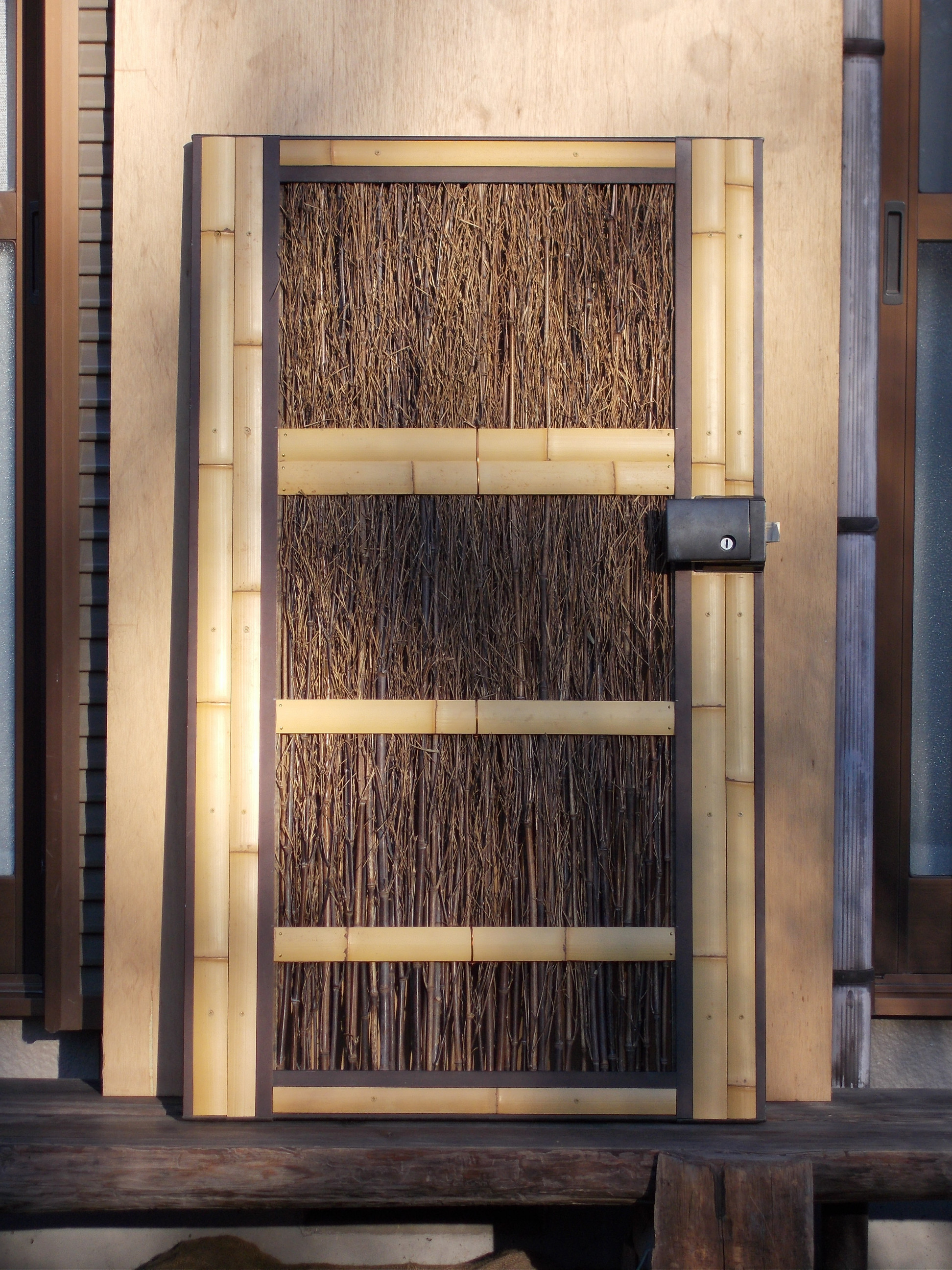 老朽化した門扉のリフォーム施工後