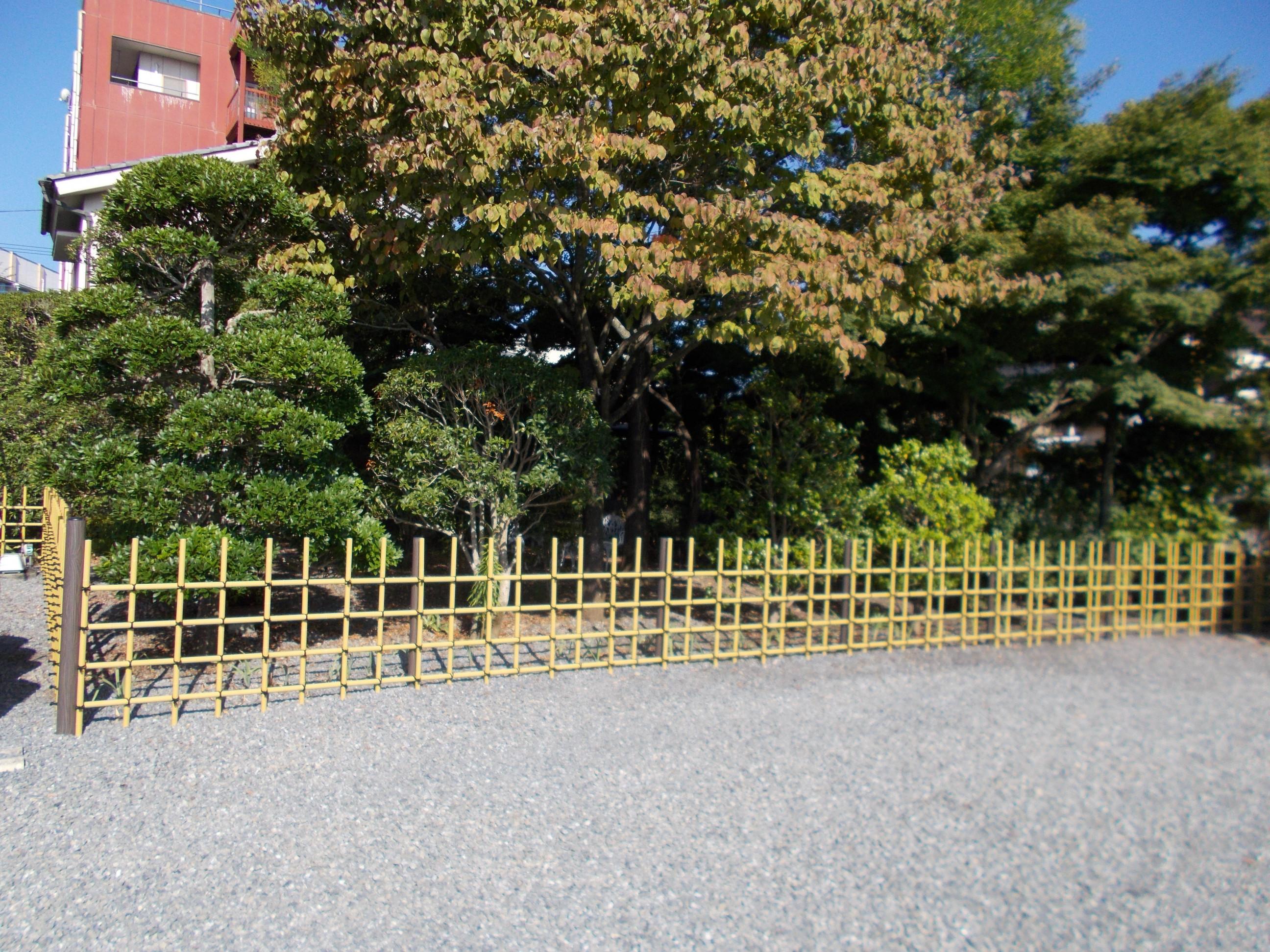 四ツ目垣(アルミ柱・プラ竹使用)②施工後
