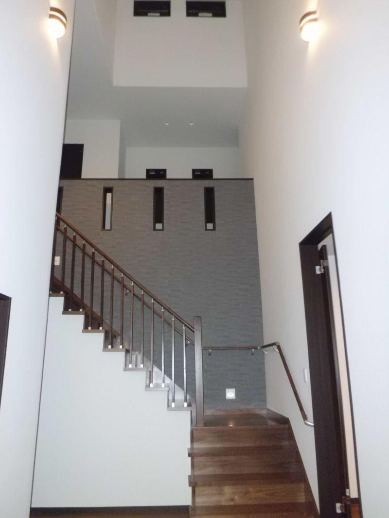 住まい70坪、車庫から直接玄関へアプローチ
