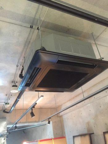 大阪市南堀江美容室のエアコン取付工事