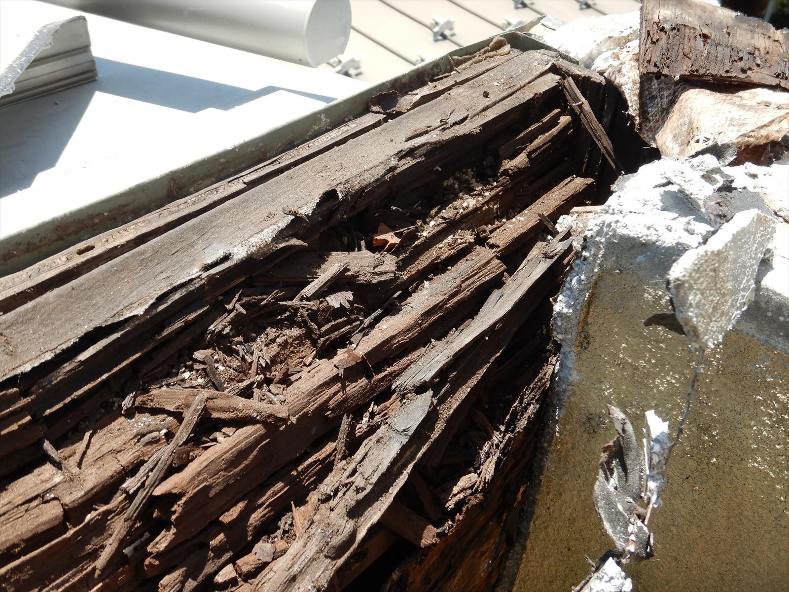 茅ヶ崎市 雨漏りによるベランダ笠木工事画像1