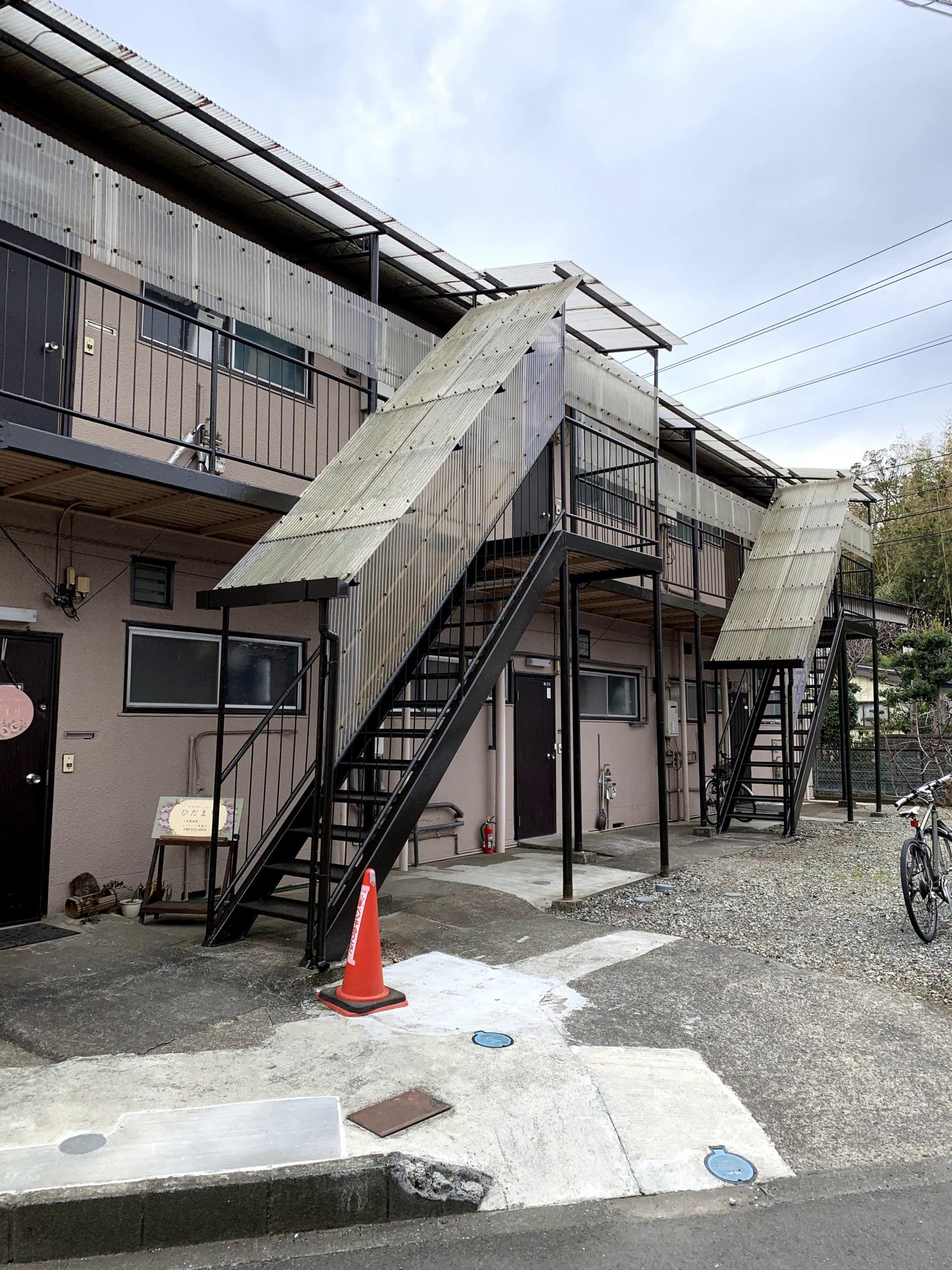 アパート鉄骨階段画像