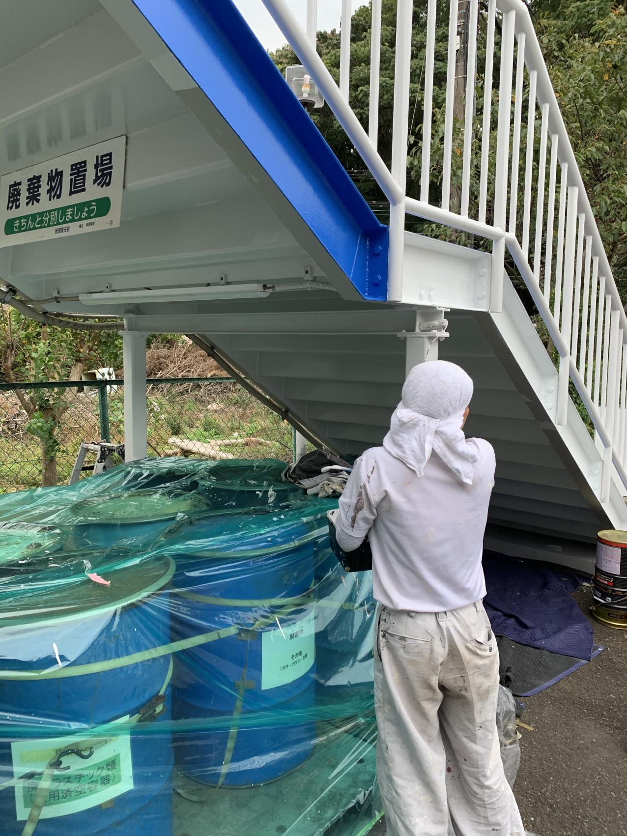 鉄骨階段塗装  2画像