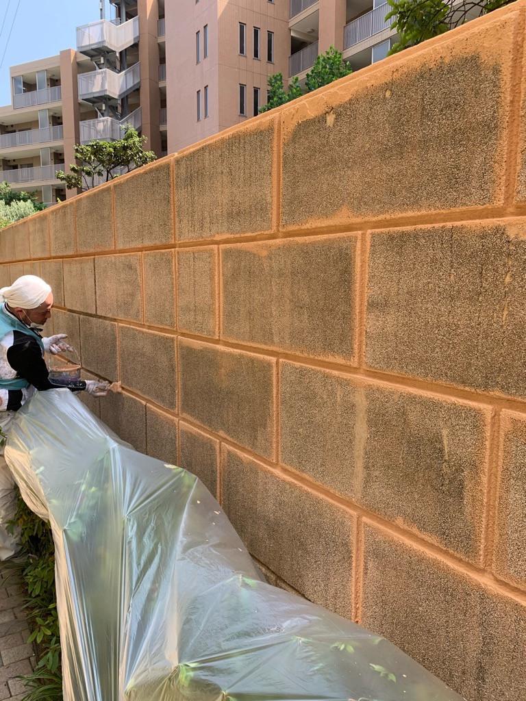 マンション擁壁塗装中画像2