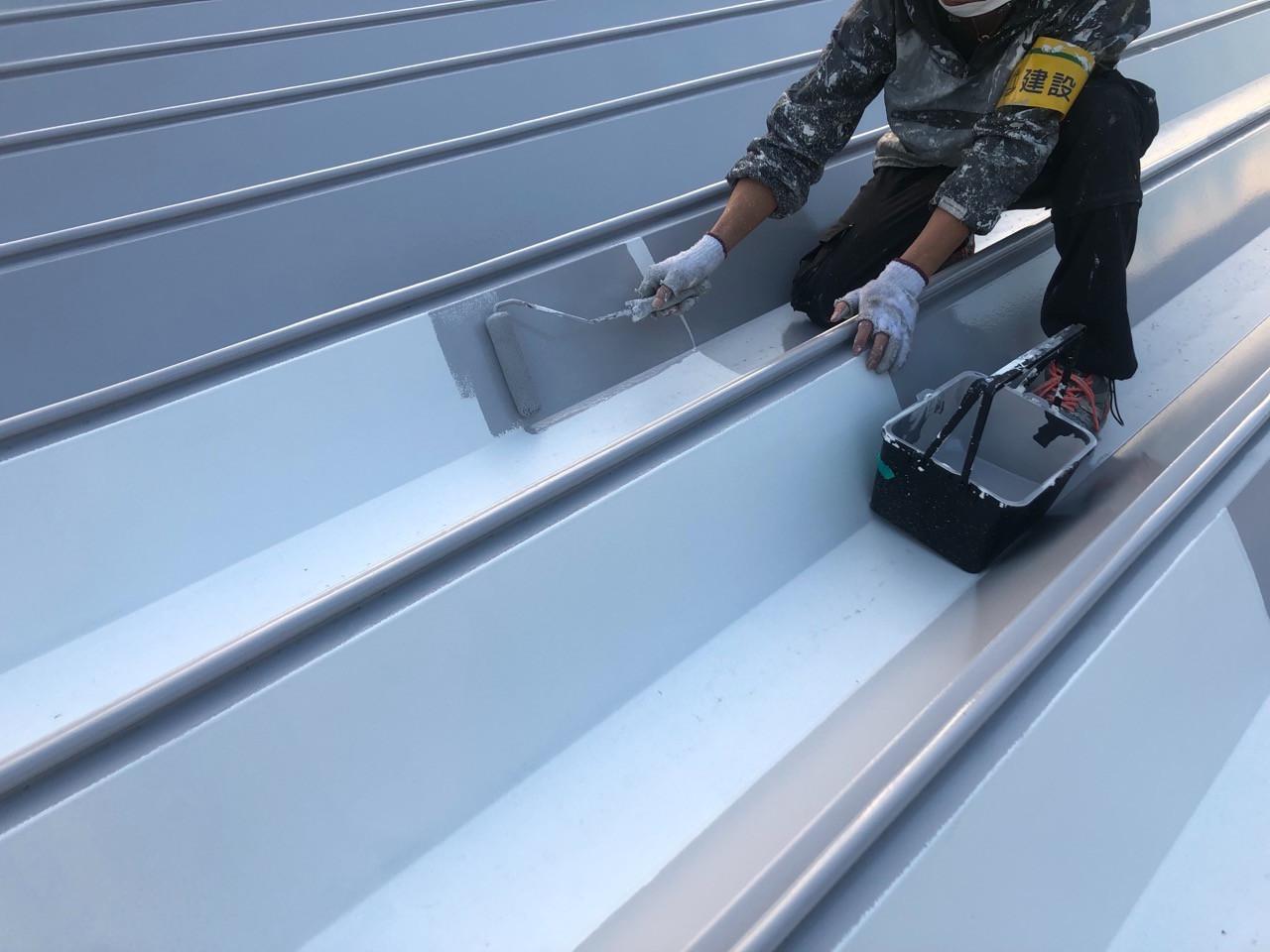 折半屋根 塗装中画像1