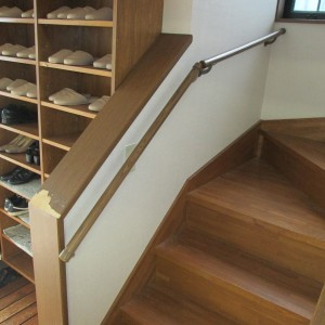 横浜 自治会館 階段手摺取付画像