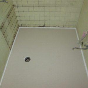 風呂場床にサーモシート施工画像