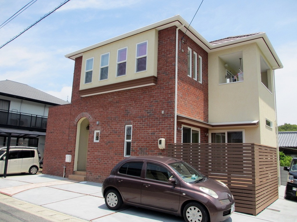 倉敷市N様邸 優しい色合いのモザイクタイルと重厚なレンガ壁の家イメージ