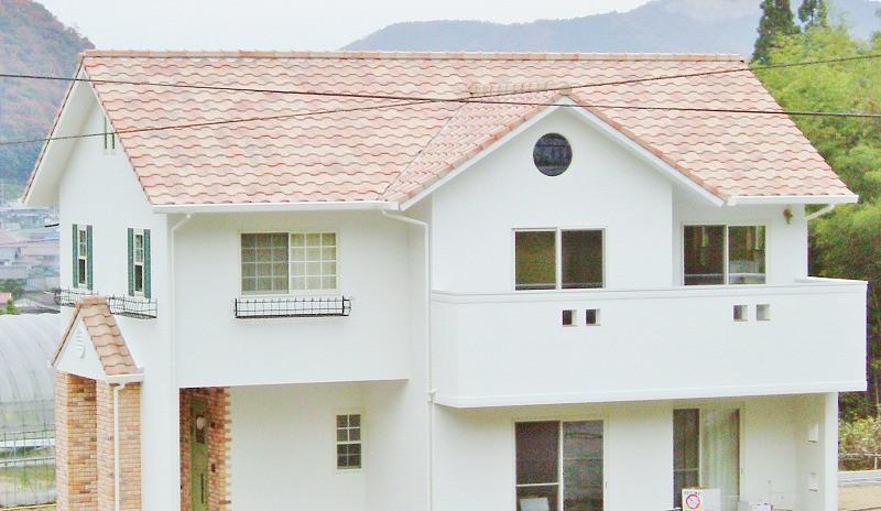 岡山市北区T様邸 真っ白の外観とタイルの可愛らしい家イメージ