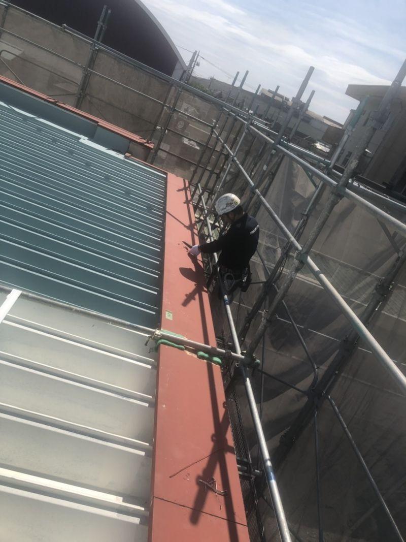 屋根の改修工事の様子です