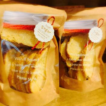 人気のメロンパンをカリカリサクサクのラスクにしてみました。 シュガー、抹茶、しみチョコなど種類もあり おやつにぴったりです。