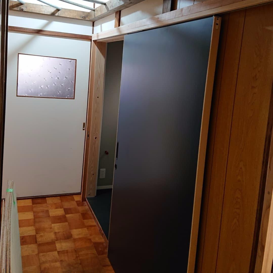 開口110cmのソフトクローズ吊り戸