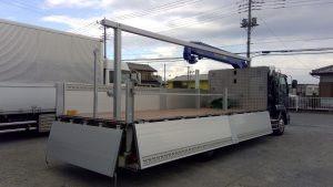 増トン平ボディーエアサス車小型移動式クレーン付き馬