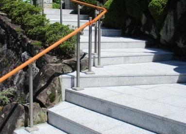 玄関前アプローチの石貼画像