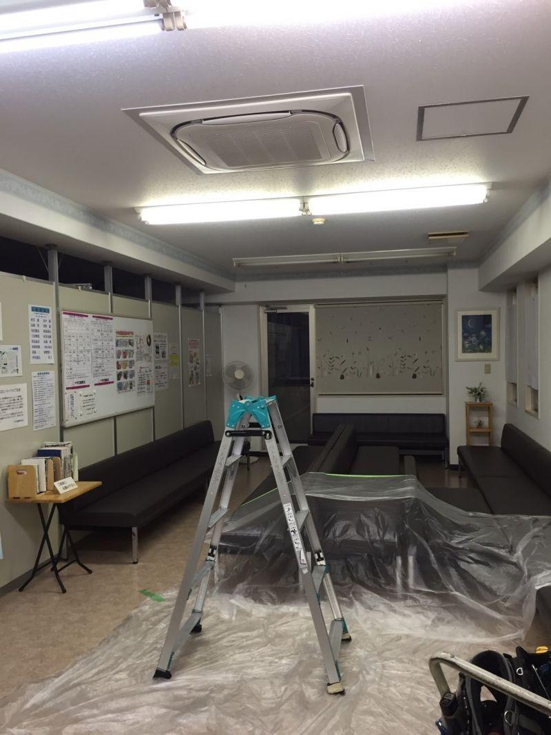 天井埋め込み業務用エアコンのクリーニング