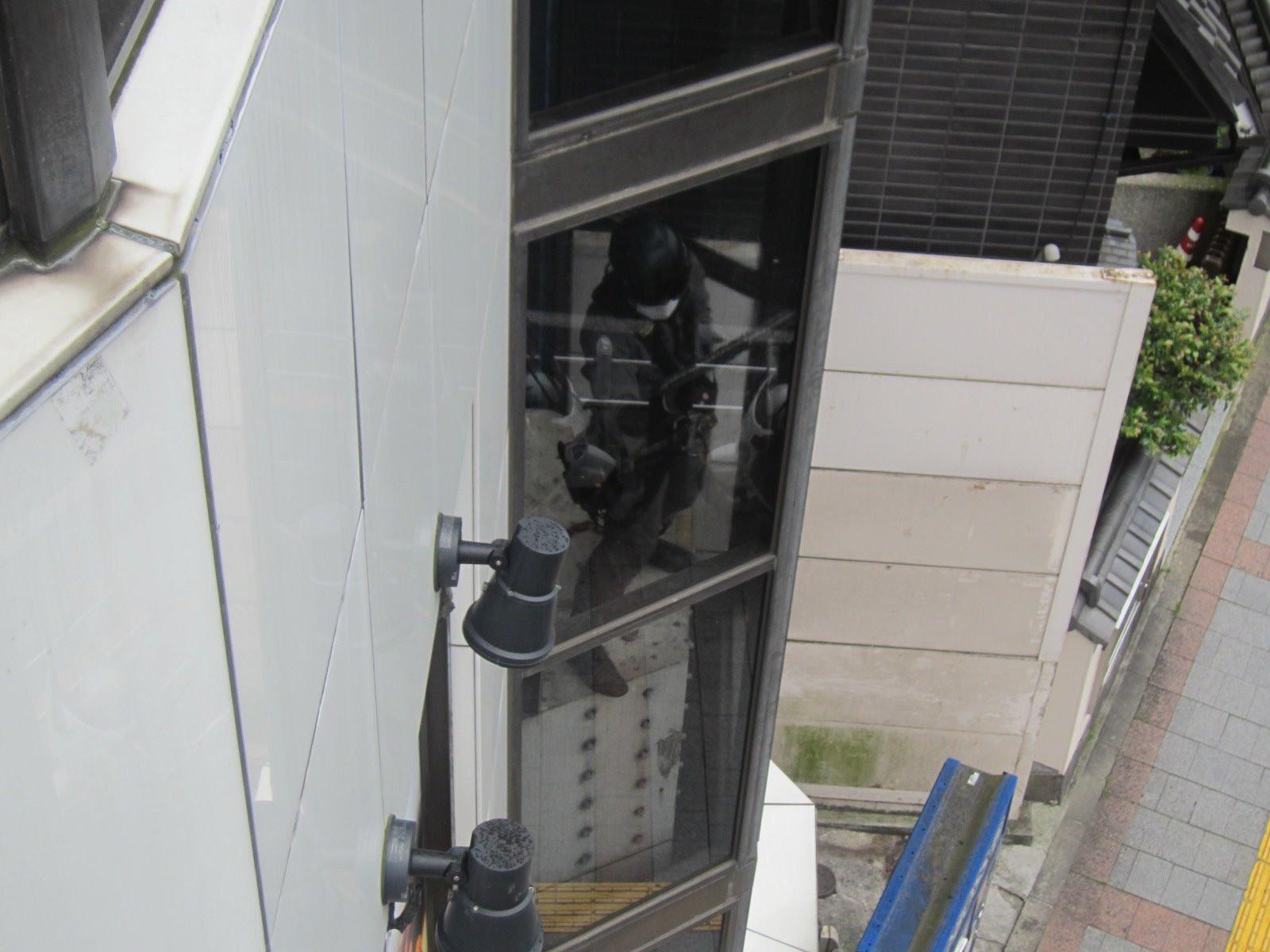 台東区/商業ビル    ◆ガラス清掃画像