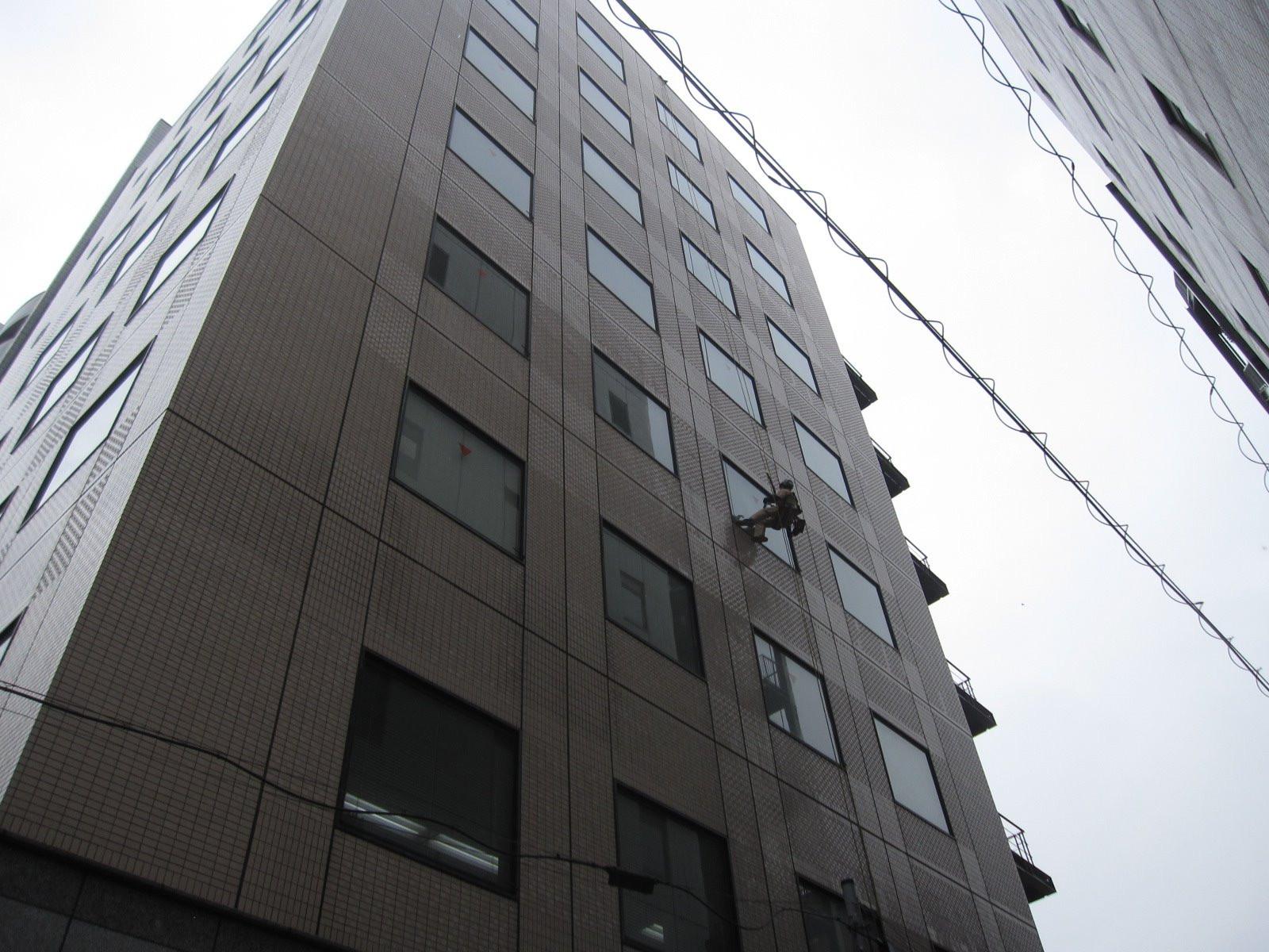 目黒区/オフィスビル  ◆ガラス清掃画像