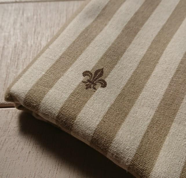 ボーダー紋章(ブラウン)イメージ