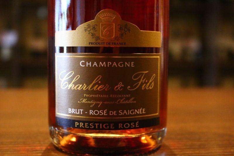 プレスティージュ・ロゼ N.V.  ドメーヌ・シャルリエ フランス/シャンパーニュ ロゼ/ピノ・ノワール/辛口 グラスの中も春色に・・・。栽培、醸造にこだわりまくった造り手、量より質そして価格も。大手メゾンではその手間の多さ、非効率さゆえ、ほとんど見かけないセニエ方式のロゼ・シャンパン。これはほとんどお目にかかることがありませんよ