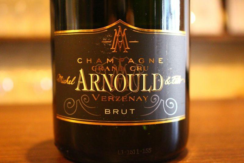 ヴェルズネイ・ブリュット トラディション N.V.  ドメーヌ・ミシェル・アルノー フランス/シャンパーニュ/白ピノ・ノワール/辛口 映画007で必ず登場する銘酒「ボランジェ」にぶどうを供給している造り手が本気でシャンパンを手掛けたら・・・その味わいはグラン・メゾンのキュヴェを凌駕するほど