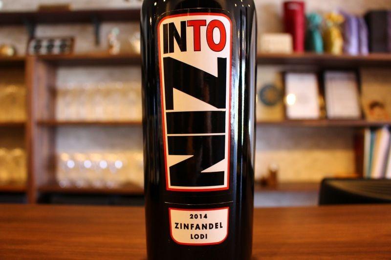 ンファンデル・ロダイ 2014  イントゥ アメリカ/カリフォルニア/赤ジンファンデル、カベルネ プティ・シラー/フルボディ 「I am INTO Zin! ジンファンデルに夢中!」のように使われる「INTO」の英単語がそのままブランド名になったファンキーな1本、柔らかでスパイシー、そして香ばしい後味が長く続きます