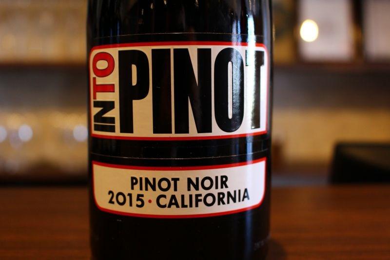 ピノ・ノワール カリフォルニア 2015  イントゥ アメリカ/カリフォルニア/赤ピノ・ノワール、メルロ ミディアム〜フルボィ オークの香りの強すぎないスタイルの ピノ・ノワール、絹のように滑らかで酸とタンニンのバランス良く心地よく楽しめる味わい、気が付くとあっと言う間に1本飲みきってしまうかも