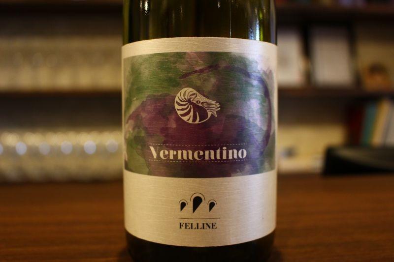 サレント ヴェルメンティーノ 2015  フェッリーネ イタリア/プーリア/白 ヴェルメンティーノ/辛口 ブーツで言うところのヒールの部分、赤ワインのイメージが強い地域ですが、白もいい〜んです。香り華やかですがキリッとした果実味、今からの季節にピッタリ