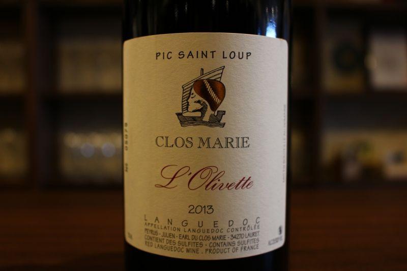 ロリヴィエット・ルージュ2013 ドメーヌ・クロ・マリ フランス/ピク・サン・ルー 赤/グルナッシュ、シラー ムールヴェードル ミディアム〜フルボディ 南仏の王座に君臨する、スーパー・ドメーヌ。10年以上前にビオディナミを開始、南仏で最も女性的で凝縮感のあるワインを造り出します。バラ、ベリー、スパイスの気品ある香り、柔らかい果実味はエレガントさを感じさせ、華やかながら凛とした味わい。世界Topクラスのワインに共通する、ひと味違う要素を感じさせてくれます。
