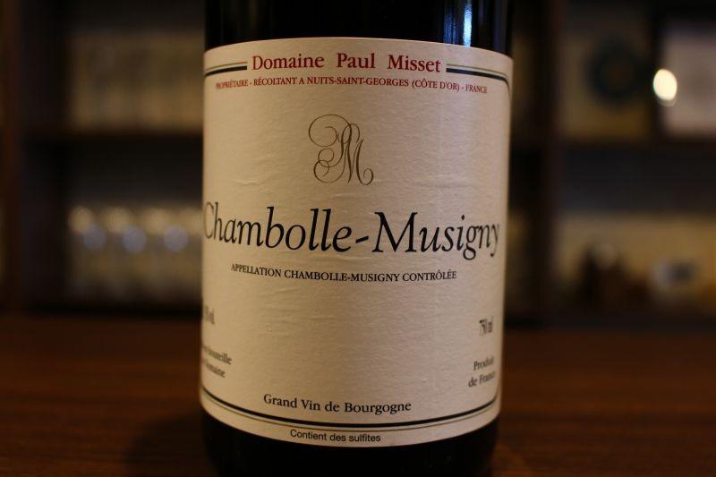 シャンボール・ミュジニー 2001  ドメーヌ・ポール・ミセ フランス/ブルゴーニュ/赤 ピノ・ノワール ミディアムボディ 「ドニ・モルテ」や「ジャンテ・パンジオ」の醸造長を務めた、レミー・ブリオッテによって醸造、「ブルゴーニュワインは、熟成させてはじめて本当の美味しさが出てくる」を信条とするクラシック・ブルゴーニュ。無名実力派の飲み頃シャンボールの醍醐味がここに。熟成ブルゴーニュ、しかもシャンボール・ミュジニーの枯感がアンダー10000円で堪能できるなんて!