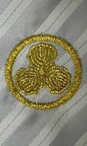 ネクタイに家紋の刺繍