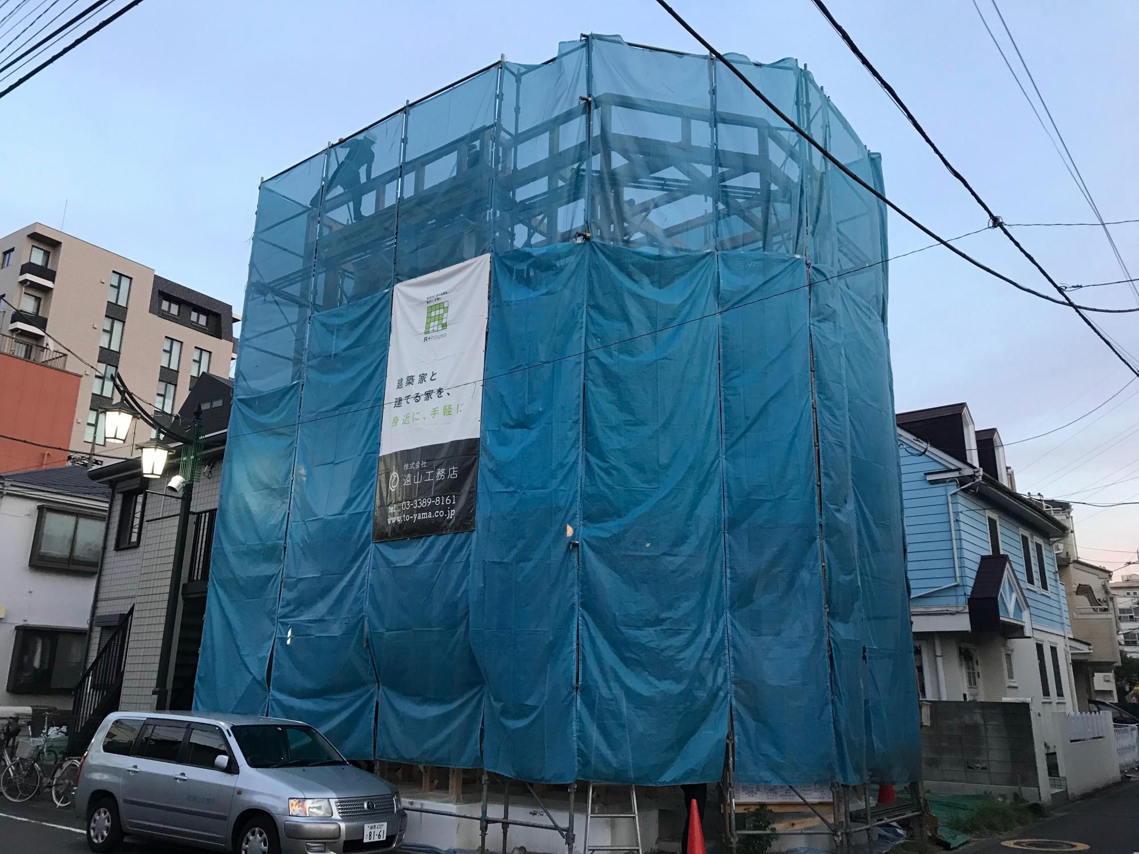 【建築中】12坪の狭小地に開放性と採光確保の吹抜けのある家