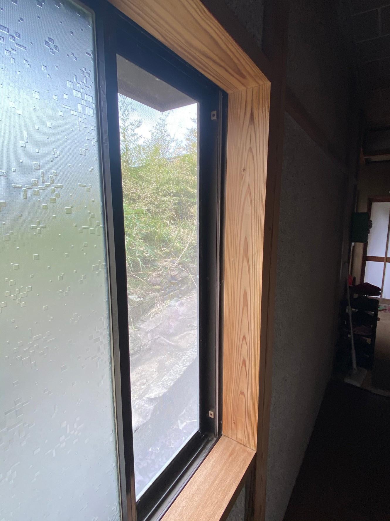白木洗い住宅内窓枠