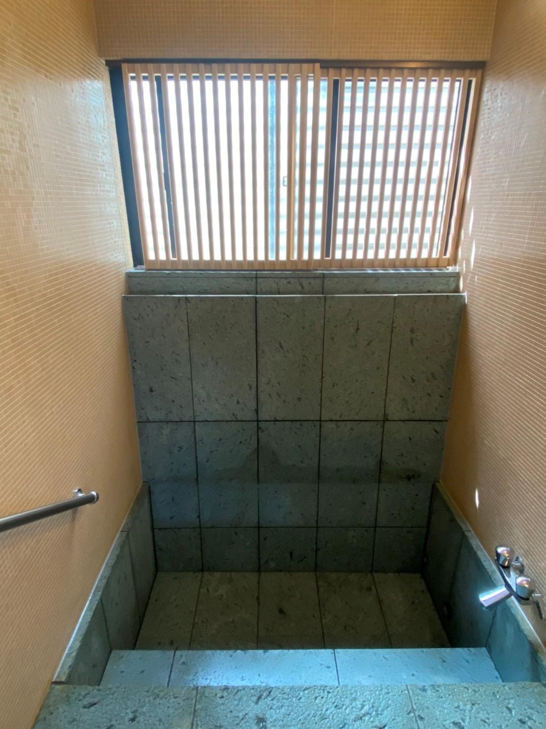 旅館部屋内湯の風呂清掃
