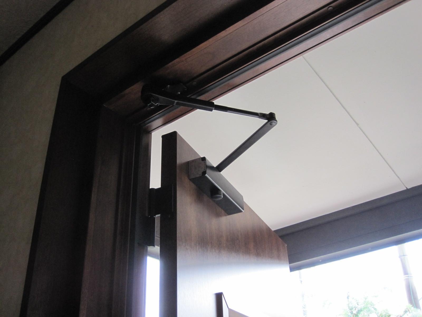 玄関ドアリフォーム工事 断熱・キーレス機能のリクシル「リシェントドア」1day工事