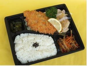 サーモンフライと生姜焼きランチ