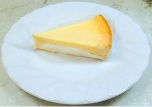 街のケーキ屋さんのチーズケーキ