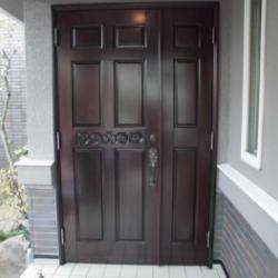 木製玄関扉のピカピカ塗装!!!画像