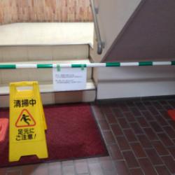 階段の剥離洗浄作業画像